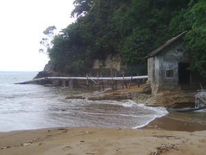 Sedot Air Laut di Pantai Perawan Sidoasri